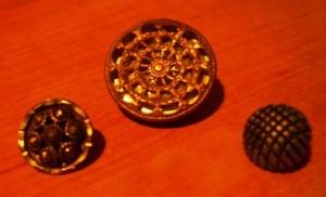 Three button review. ©booksandbuttons