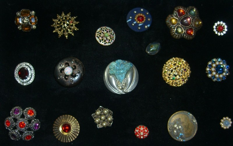 Buttons with minerals and gemstones ©booksandbuttons