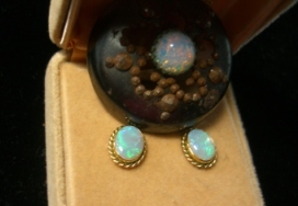 opal button compared to modern earrings ©booksandbuttons