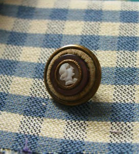 early button with white glass profile, TW &W Paris backmark ©booksandbuttons