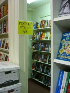 Central Books mystery section ©booksandbuttons