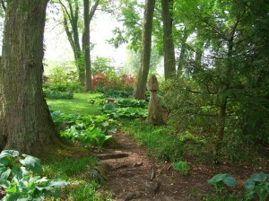 a peaceful garden site at Paxson Hill Farm ©booksandbuttons