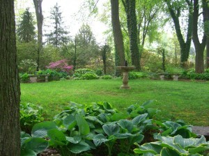 the fountain garden at Paxson Hill Farm ©booksandbuttons