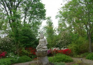 peaceful garden at Paxson Hill Farm ©booksandbuttons