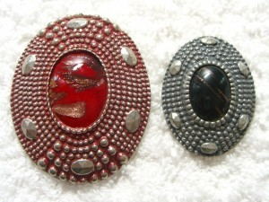 "Ardor of Paris buttons; button at left is 2 1/4"" in diameter ©booksandbuttons"