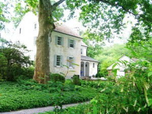 PA house built in 1812 ©booksandbuttons