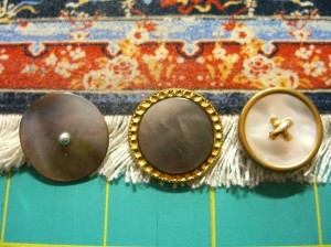 three somewhat different shell buttons ©booksandbuttons