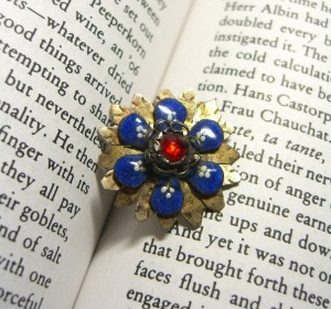 One inch metal button with escutcheon embellishments ©booksandbuttons