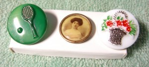 "flower basket button  is 3/4"" in diameter ©booksandbuttons"