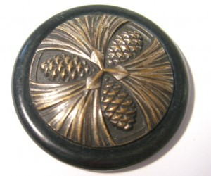 "Button is 1 7/8"" in diamter ©booksandbuttons"