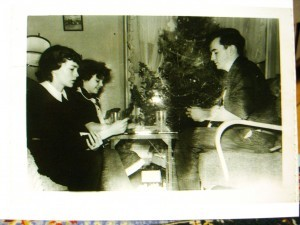 The three of  us playing Canasta in the 1950s ©booksandbuttons