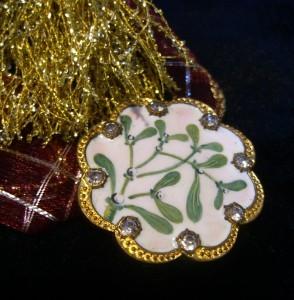 mistletoe button ©booksandbuttons