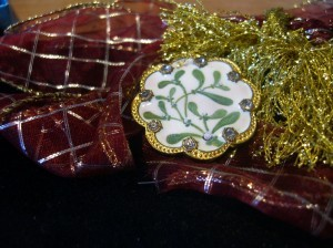 Ceramic buttons with mistletoe twigs and berries.  One and a half inches in diameter.  Rhinestone trims. ©booksand buttons