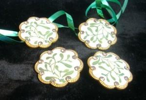 a quartet of mistletoe buttons! ©booksandbuttons
