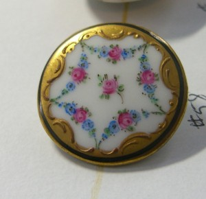 porcelain button with hand painted roses is one inch in diameter ©booksandbuttons