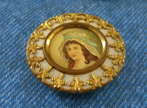 lithograph button is 1 1/4 inches in diameter ©booksandbuttons