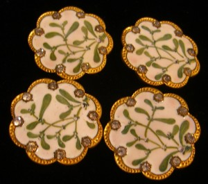 porcelain mistletoe buttons with rhinestone trim at the border ©booksandbuttons
