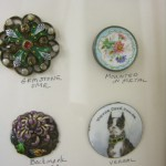 antique enamel buttons four button review ©booksandbuttons