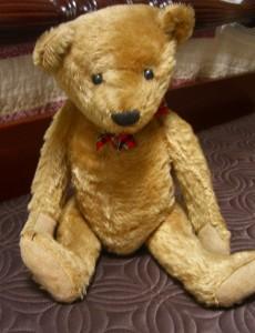 antique teddy bear ©booksandbuttons