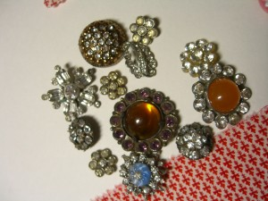 sparkly rhinestone buttons from the 1950s era ©booksandbuttons