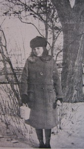 Mom in High School blue coat with fur collar ©booksandbuttons
