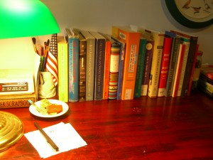 the short story desk ©booksandbuttons